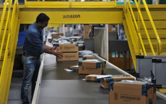 أمازون تحتال على الحكومة الهندية.. عملاقة التجارة الإلكترونية سحقت تجار التجزئة الهنود